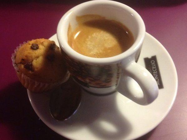 Cafè, vermut, pa i salut
